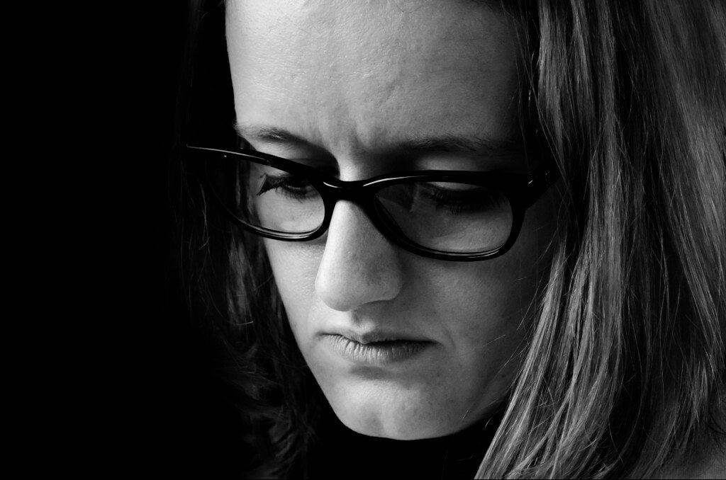 Depressão Póa Parto: Mulher com expressão Triste